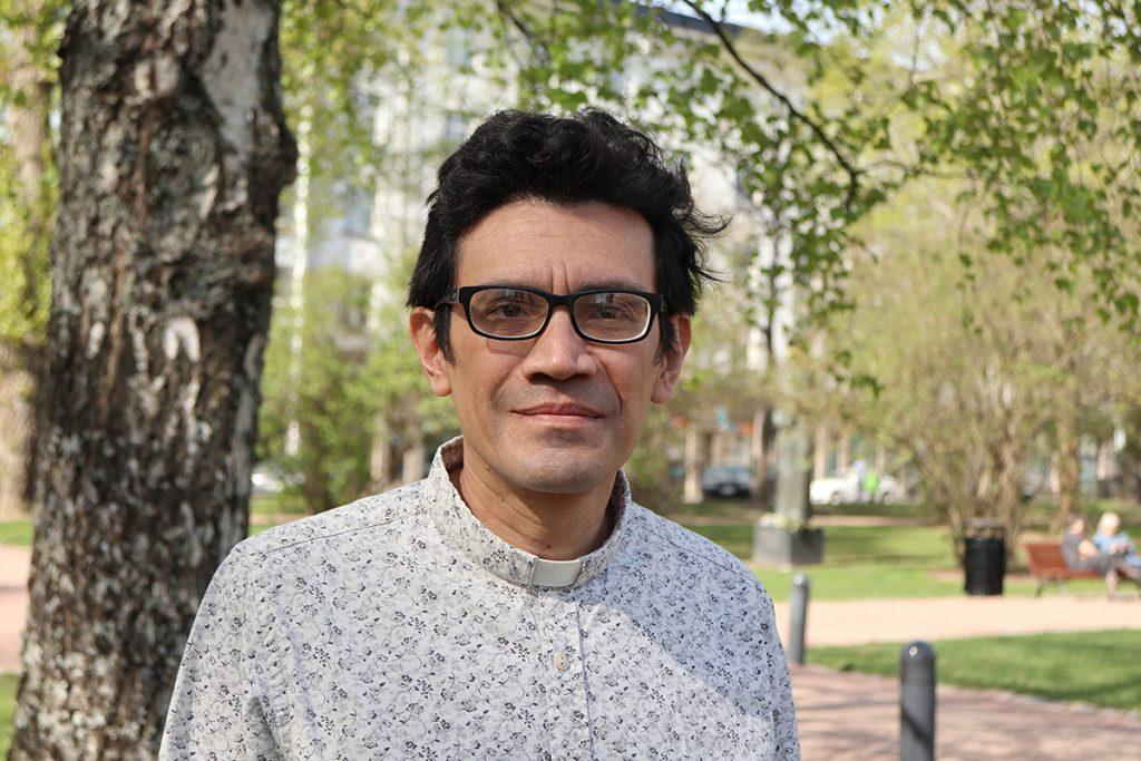 Kolumbialainen pastori John Hernandéz