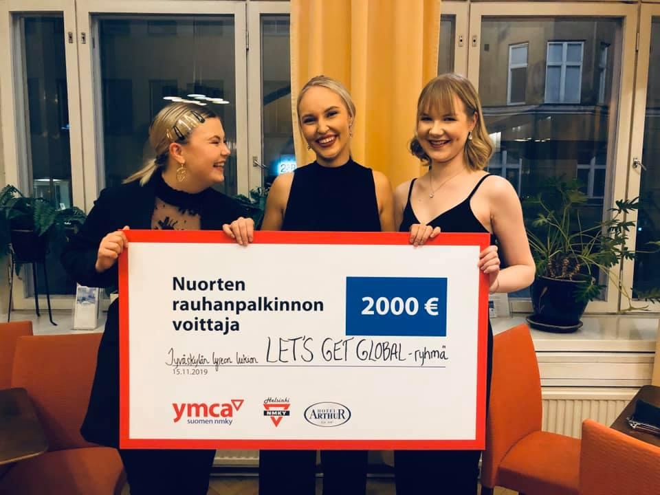 Nuorten rauhanpalkinnon voittanut Let's Get Global -ryhmä